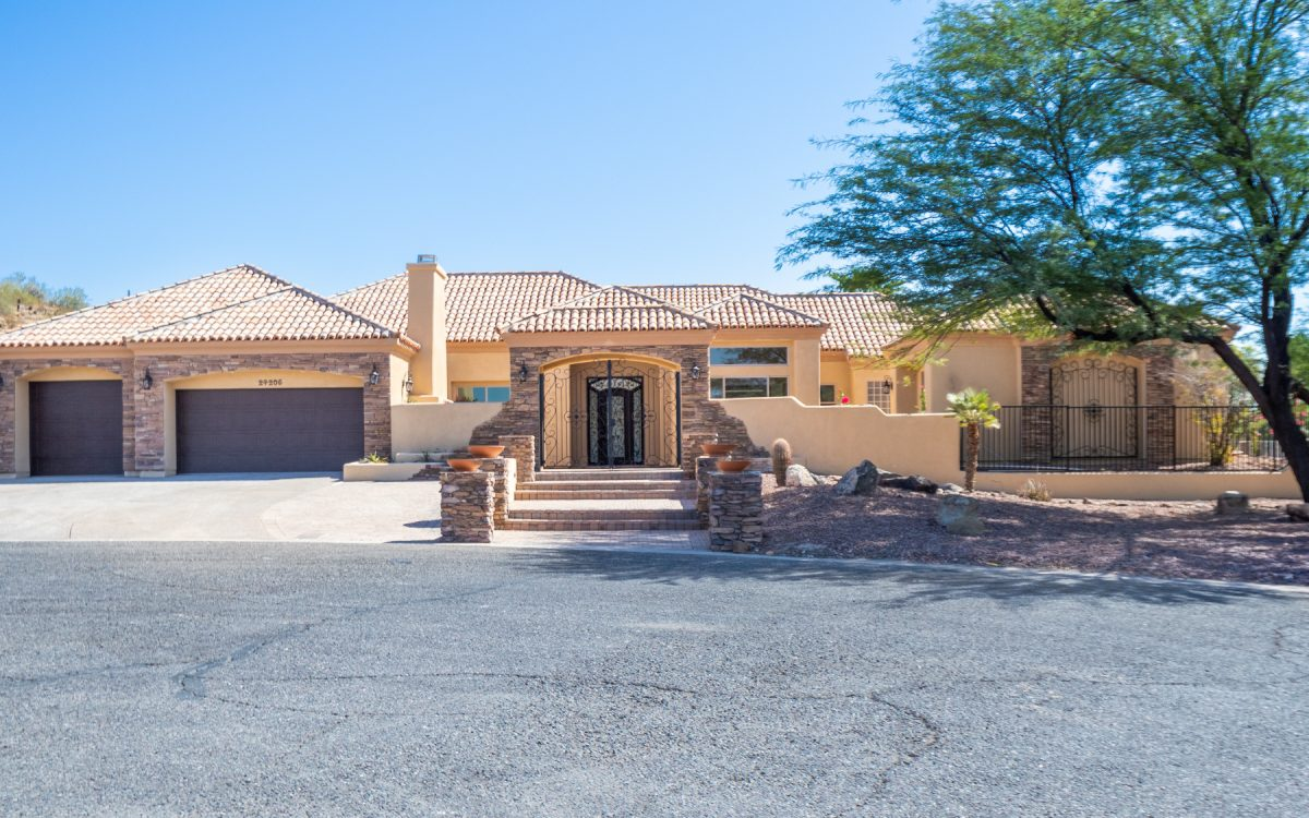 Exterior of home for sale in Glendale, AZ