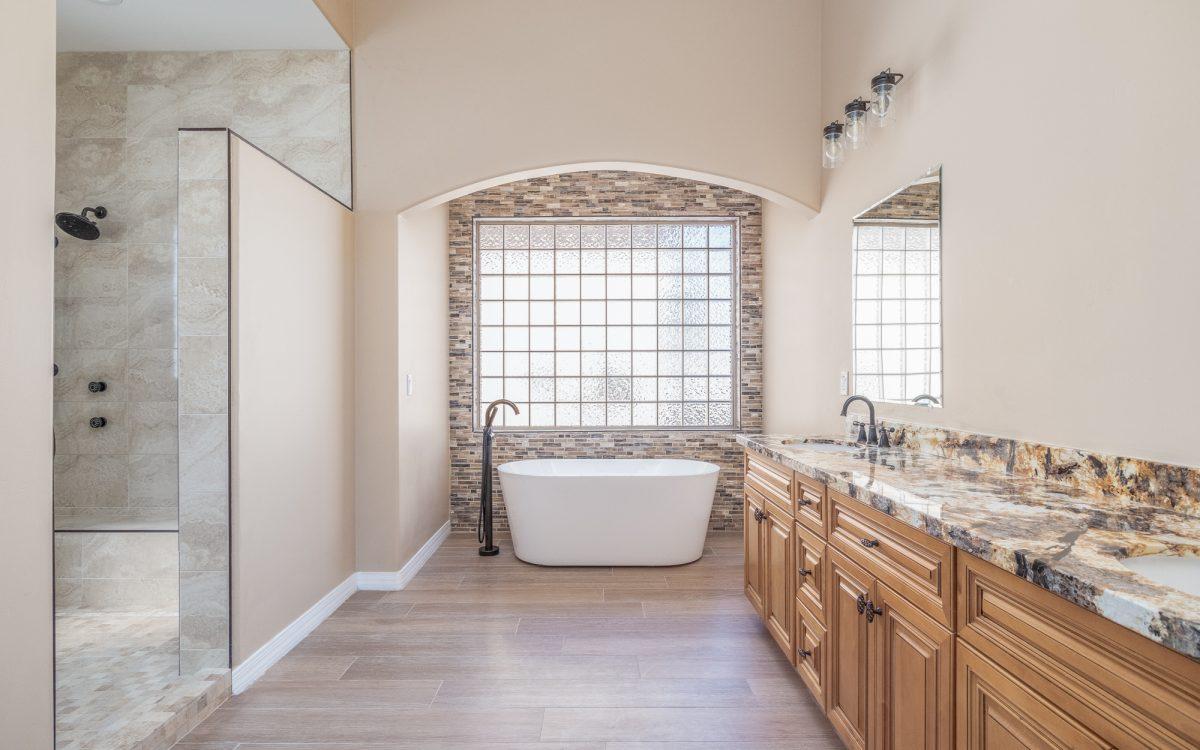 Tuscany Hills master bath in Glendale