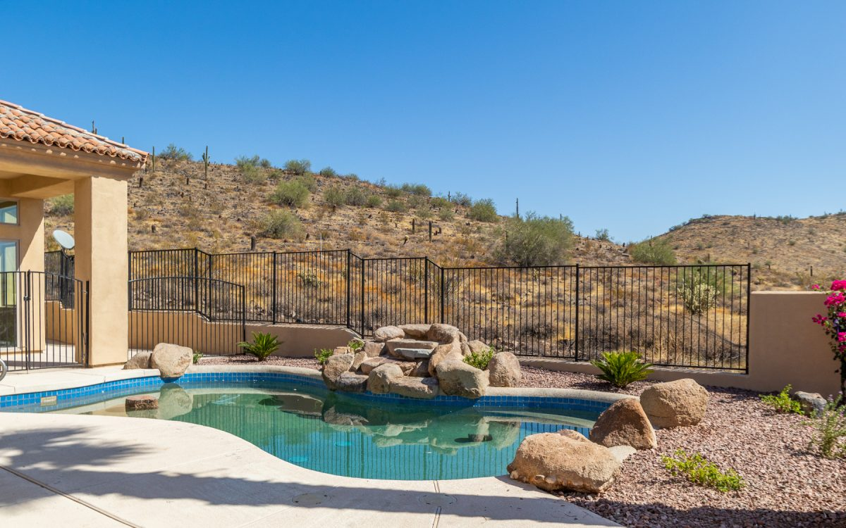 Home for sale with pool in Glendale